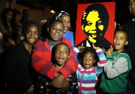 Mandela: il mondo intero rende omaggio alla sua scomparsa