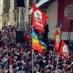 """Vendola sul palco di Piazza Santi Apostoli: """"Vogliono far passare il trasformismo per senso di responsabilità"""""""