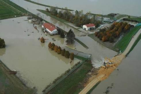 Alluvione in Veneto: sopralluogo di Berlusconi e Bossi