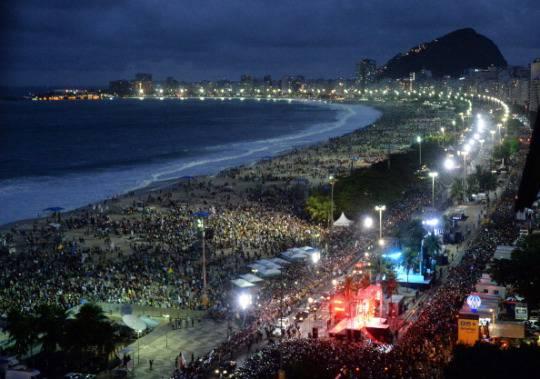 GMG: folla oceanica per la via Crucis con il Papa a Copacabana