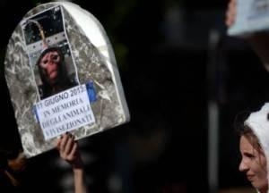 Animalisti italiani protestano contro vivisezione (Getty images)