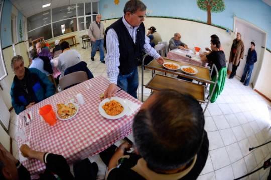 Cresce numero delle famiglie povere in italia for Numero senatori e deputati in italia