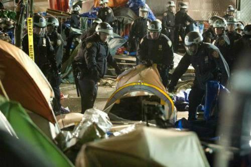 New York: i manifestanti di Occupy Wall Street sfidano Bloomberg e tornano a Zuccotti Park